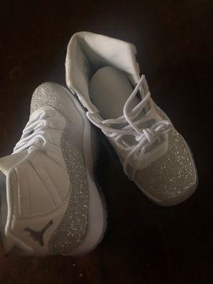 Jordan 11 Retro White Metallic Silver (W) for Sale in Ferndale, MI