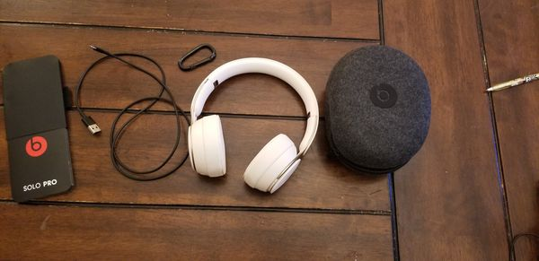Beats Solo Pro Wireless Noise Cancelling On-Ear Headphones - Apple H1 HeadphoneChip, Bluetooth, Active Noise Cancelling, 22 Hours OfListening