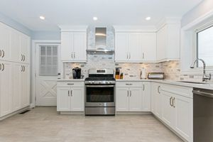 Modern shaker kitchen cabinets for Sale in Miami Beach, FL