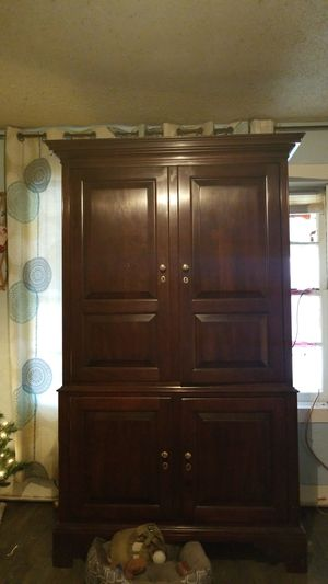 Real oak wood entertainment center for Sale in Cleveland, SC