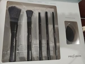 Profusion professional brush vault set kit NEW 6 piece for Sale in Brooklyn, NY