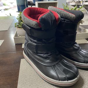Snow Boots Youth Size 2 for Sale in Reedley, CA