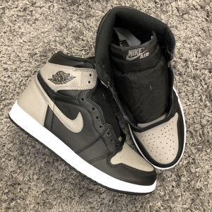 AIR JORDAN 1 RETRO HI OG SHADOW 2018 SIZE 8 for Sale in Queens, NY