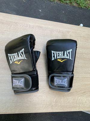 Everlast gloves for Sale in Barboursville, VA