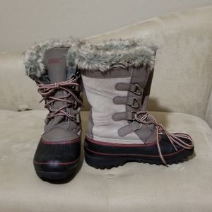 Snow boots size 8 girls for Sale in Middletown, OH