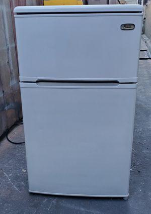 Mini fridge for Sale in Carson, CA