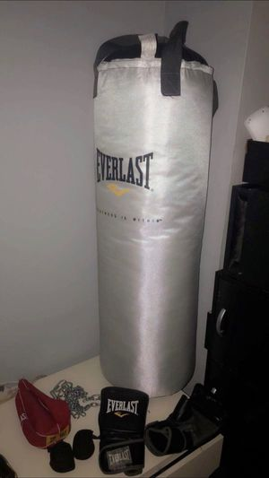 Everlast Punching Bag with accessories for Sale in New York, NY