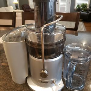 Breville Juice Fountain JE98XL for Sale in Memphis, TN