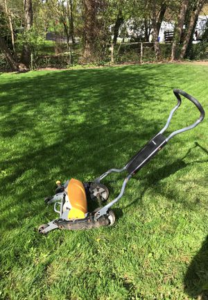 Push lawnmower fiskars for Sale in Portland, OR