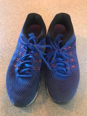 Nike 8.5 women's tennis shoes for Sale in Auburn, WA