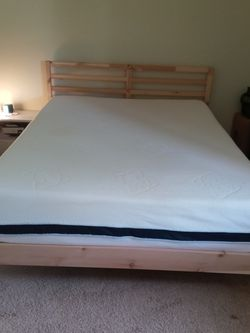 QUEEN Size Mattress And Bed Frame for Sale in Milton,  WA