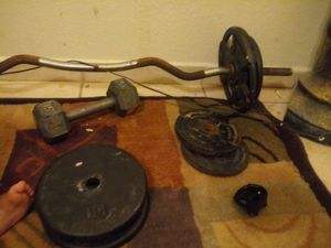 Curl bar and 90 lbs of weights for Sale in Phoenix, AZ