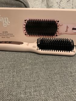 L'ange LeVite straightening brush for Sale in Wylie,  TX
