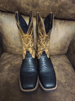 MENS COWBOY BOOTS for Sale in Laredo, TX