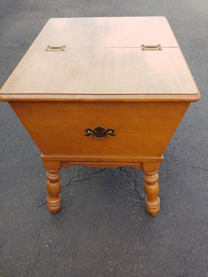 Ethan Allen doughbox end table for Sale in Staten Island, NY
