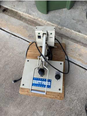 T-shirt Press 25$ for Sale in Mansfield, TX