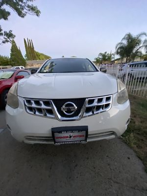 2011 NISSAN ROGHE S. Sport suv. for Sale in Elk Grove, CA