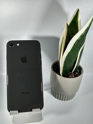 iPhone 8 64 GB Space gray GSM UNLOCKED for Sale in Loma Linda, CA