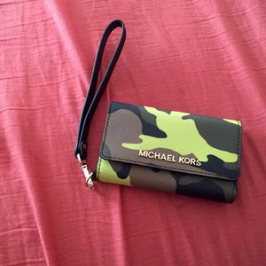 Authentic Michael Kors iPhone 5/5s case and wallet for Sale in Falls Church, VA
