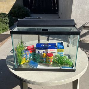 Aquarium Fully Equipped for Sale in Long Beach, CA