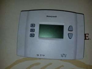 Honeywell programmable thermostat for Sale in Saint Petersburg, FL