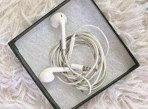 Apple EarPods Earbud Earphones with Mic for Sale in Phoenix, AZ
