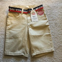 New with tag Boys LEVIS 511 Slim Short Short Beigew belt Size 5-6 (6 Reg) for Sale in Tucker,  GA