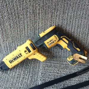 Dewalt 20 V screw gun with screw adapter head for Sale in Columbus, OH
