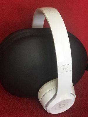 White Beats Solo3 headphones 🎧 for Sale in Raleigh, NC
