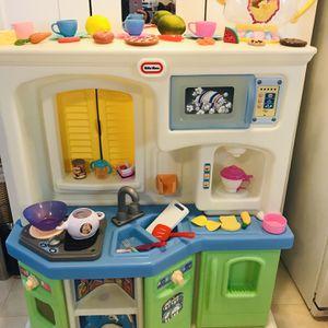 Little Tikes Kitchen With Kitchen Stuff for Sale in Everett, WA