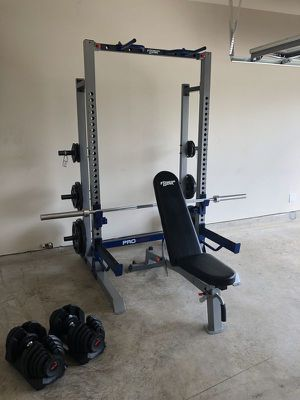 Power rack with bench, bar, and plates for Sale in Elk Grove, CA