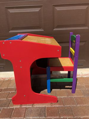 Kids desk with chair for Sale in Fort Lauderdale, FL