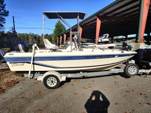 17' center console for Sale in Lawrenceville, GA