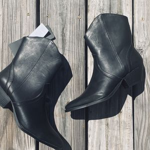 Black cotton on cowboy boots. NWT A8 for Sale in Holiday, FL