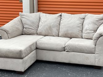 Light Cream Sofa with Chaise for Sale in Austin,  TX