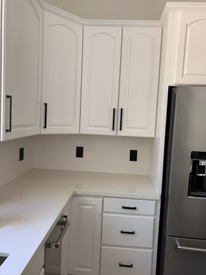 Kitchen cabinets and island with quartz countertop for Sale in Scottsdale, AZ