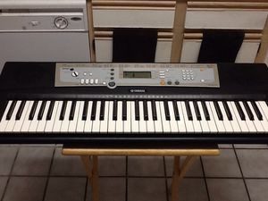 YAMAHA PSR-E203 Midi Music Keyboard - 61 Key Piano - Making Beats for Sale in Las Vegas, NV