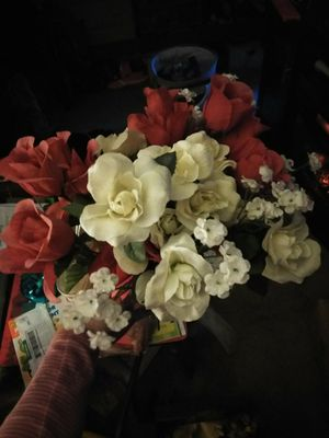 Free Bouquet of Fake Flowers for Sale in Virginia Beach, VA