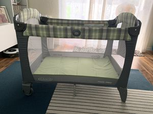 Graco Pack and Play with quilted sheets for Sale in Boynton Beach, FL