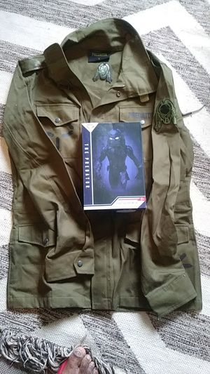 Predator jacket size L and fugitive predator action figure for Sale in West Hollywood, CA