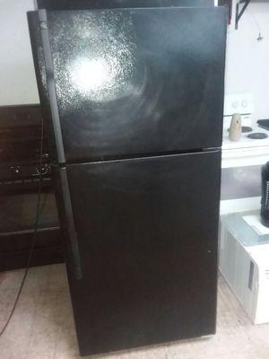Black GE refrigerator for Sale in Revere, MA