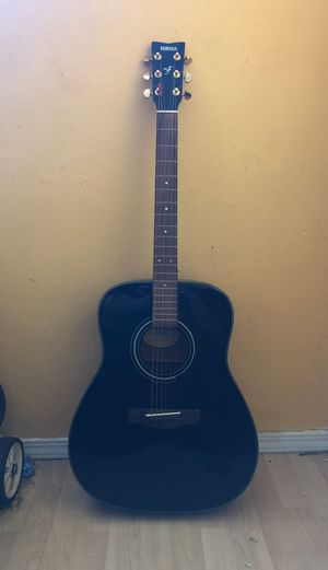 Acoustic guitar Yamaha F335 for Sale in San Jose, CA