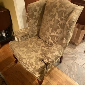 Colonial wing back living room Chair for Sale in Waterbury, CT