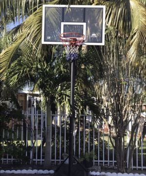 Basketball hoop great condition needs to go today ASAP for Sale in Hialeah, FL