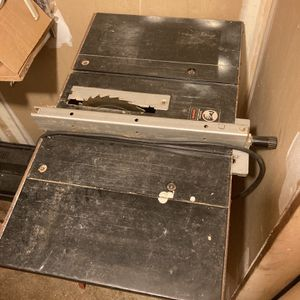 """Black & Decker 8"""" Induction Motor Table Saw for Sale in Wantagh, NY"""