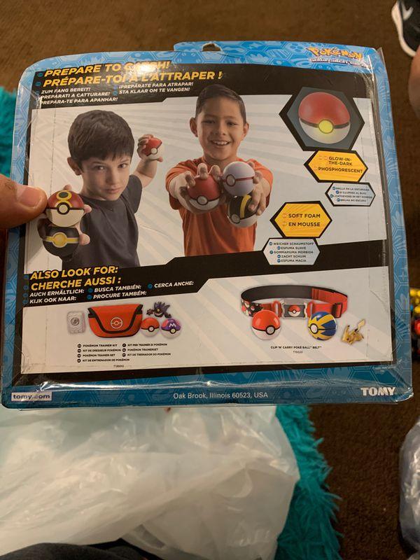 Pokemon - Throw 'n' Catch Poke Ball 3 Pack Collectible. BOYS GIRLS