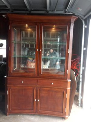 Two piece dining room Hutch for Sale in Dracut, MA