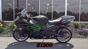 FULL PRICE$1,200 Motorcycle Only one owner 2013 Kawasaki Ninja ZX 14R for Sale in Minot, ND