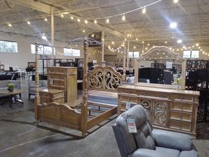 Queen bed room set for Sale in Dallas, TX