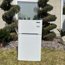 Euhomy Mini Fridge with Freezer, 3.2 Cu.Ft Compact Refrigerator with freezer, 2 Door Mini Fridge with freezer, Upright for Dorm, Bedroom, Office, Apar for Sale in Rancho Cucamonga,  CA